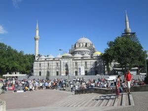 Keramaian Pasar Di depan Beyazit Camii