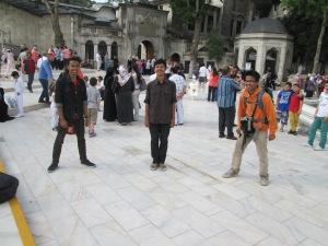 Di depan Eyub Sultan Camii