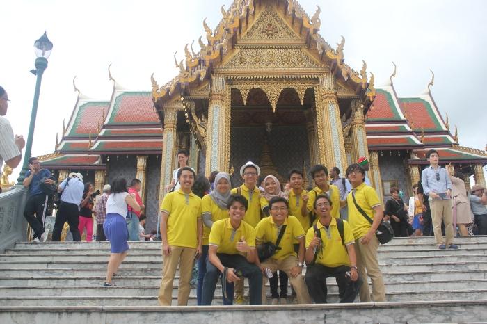 Jalan-jalan Grand Palace