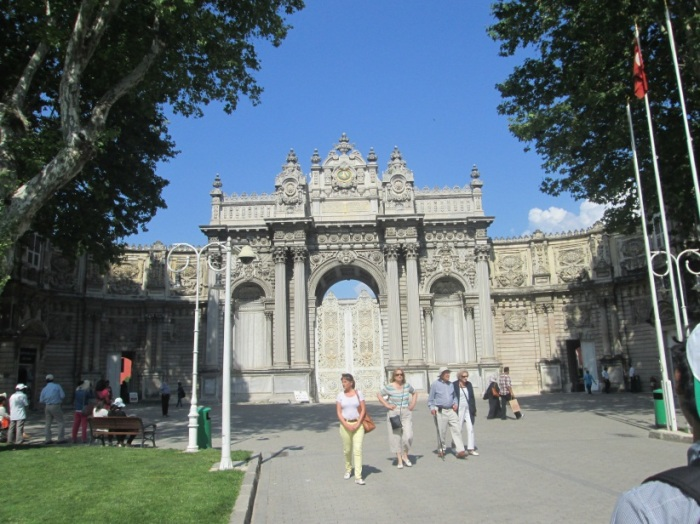Gerbang depan Dolmabache Palace